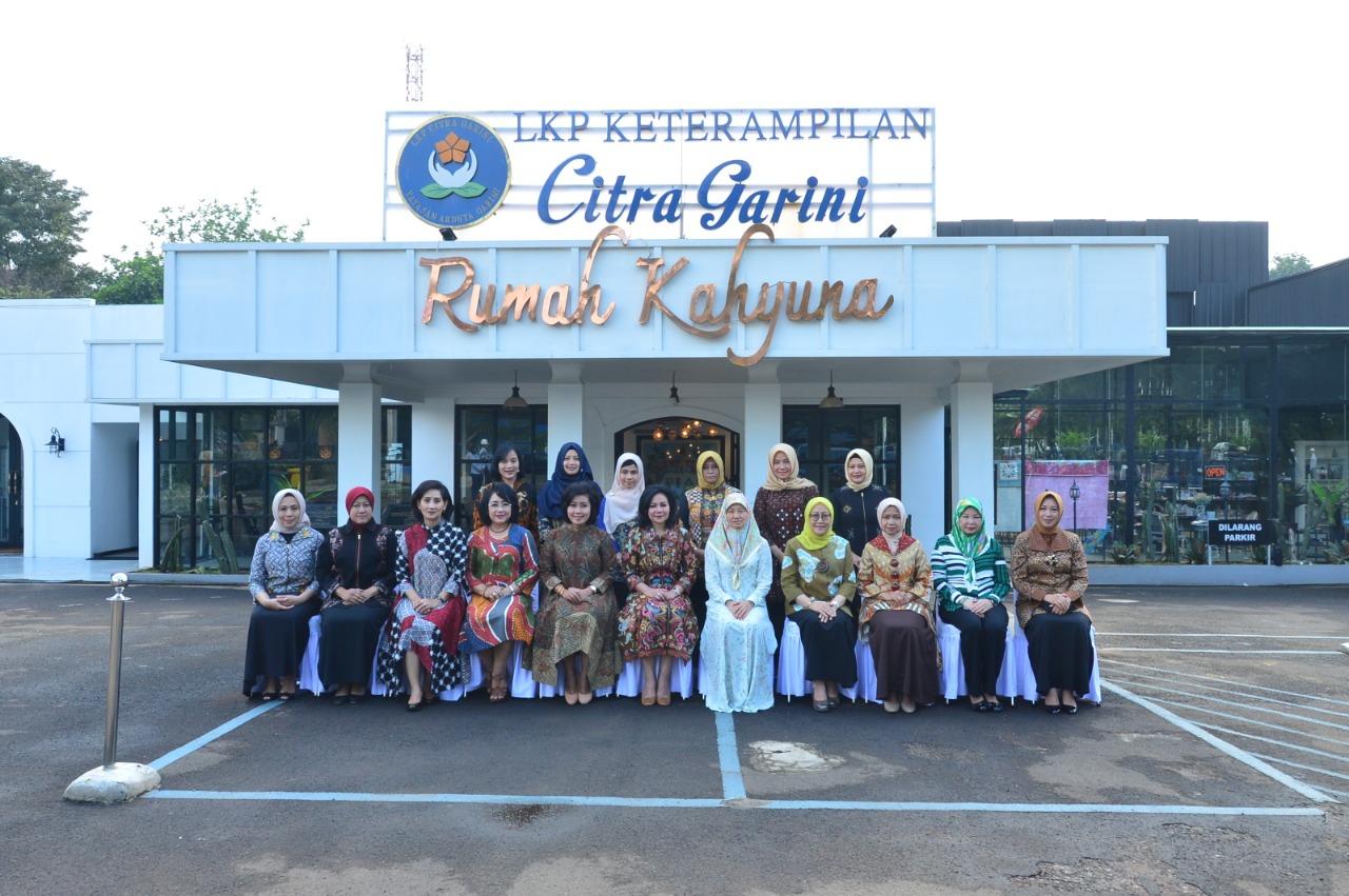 Istri Panglima Angkatan Bersenjata Diraja Brunei Darussalam Kunjungi LKP Citra Garini