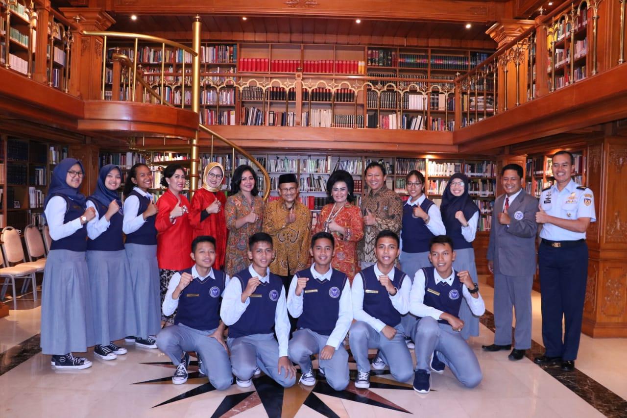 Siswa SMA Pradita Dirgantara Mengunjungi Presiden ke-3 Republik Indonesia