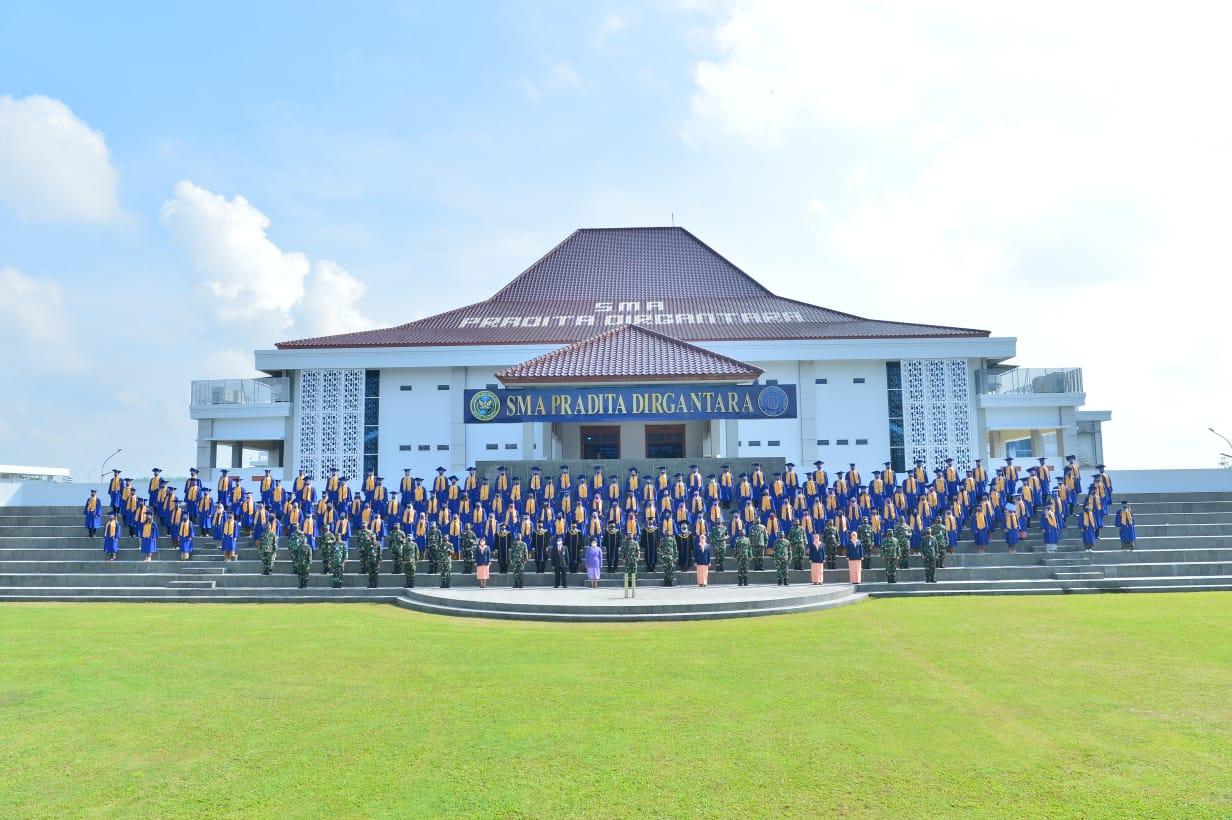 Wisuda Angkatan Pertama SMA Pradita Dirgantara